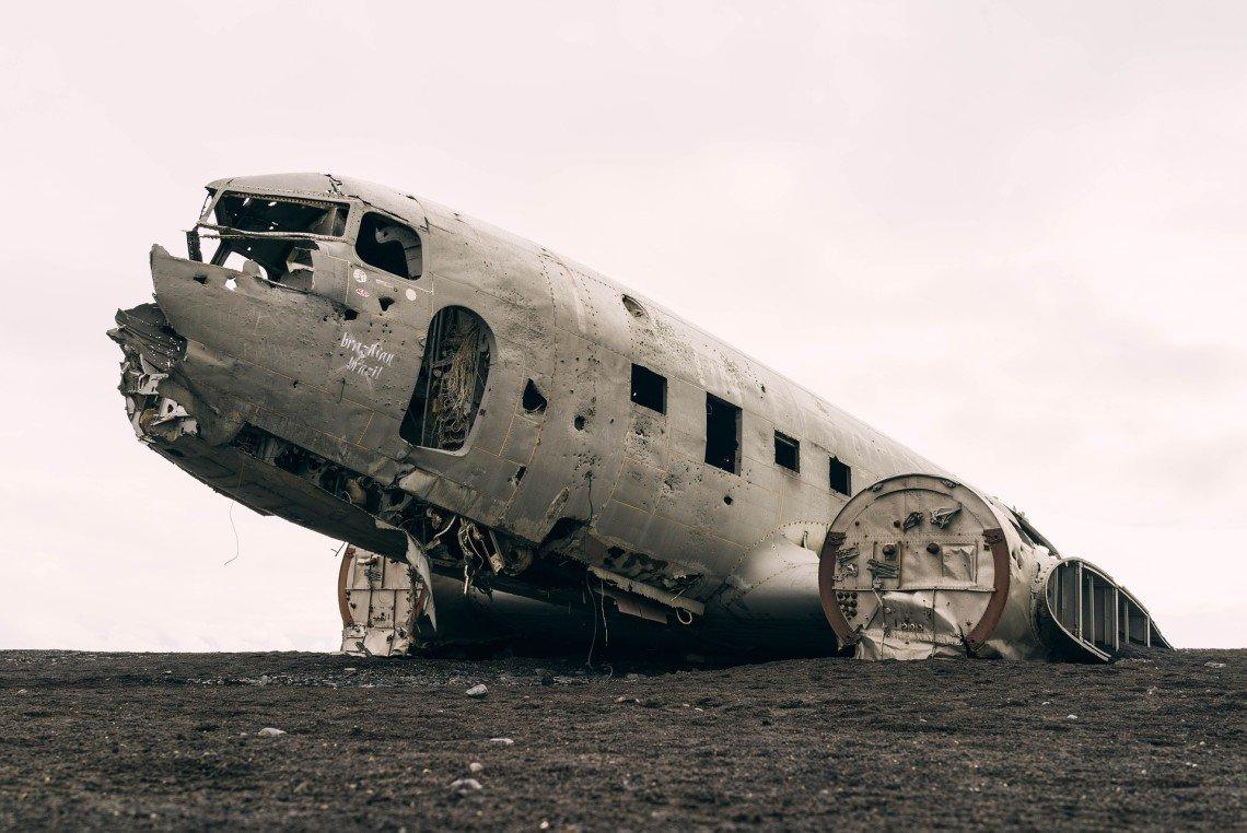 plane-828826_1920